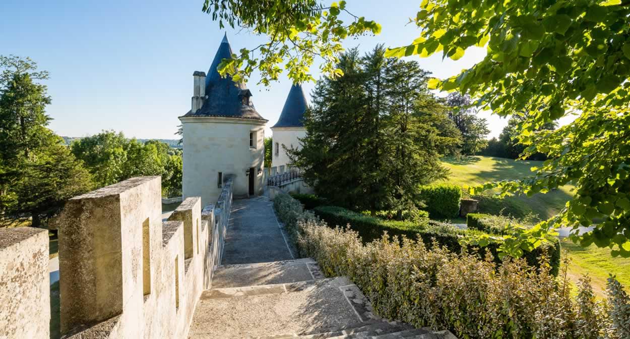 The park at Château de Mirambeau © Relais & Châteaux