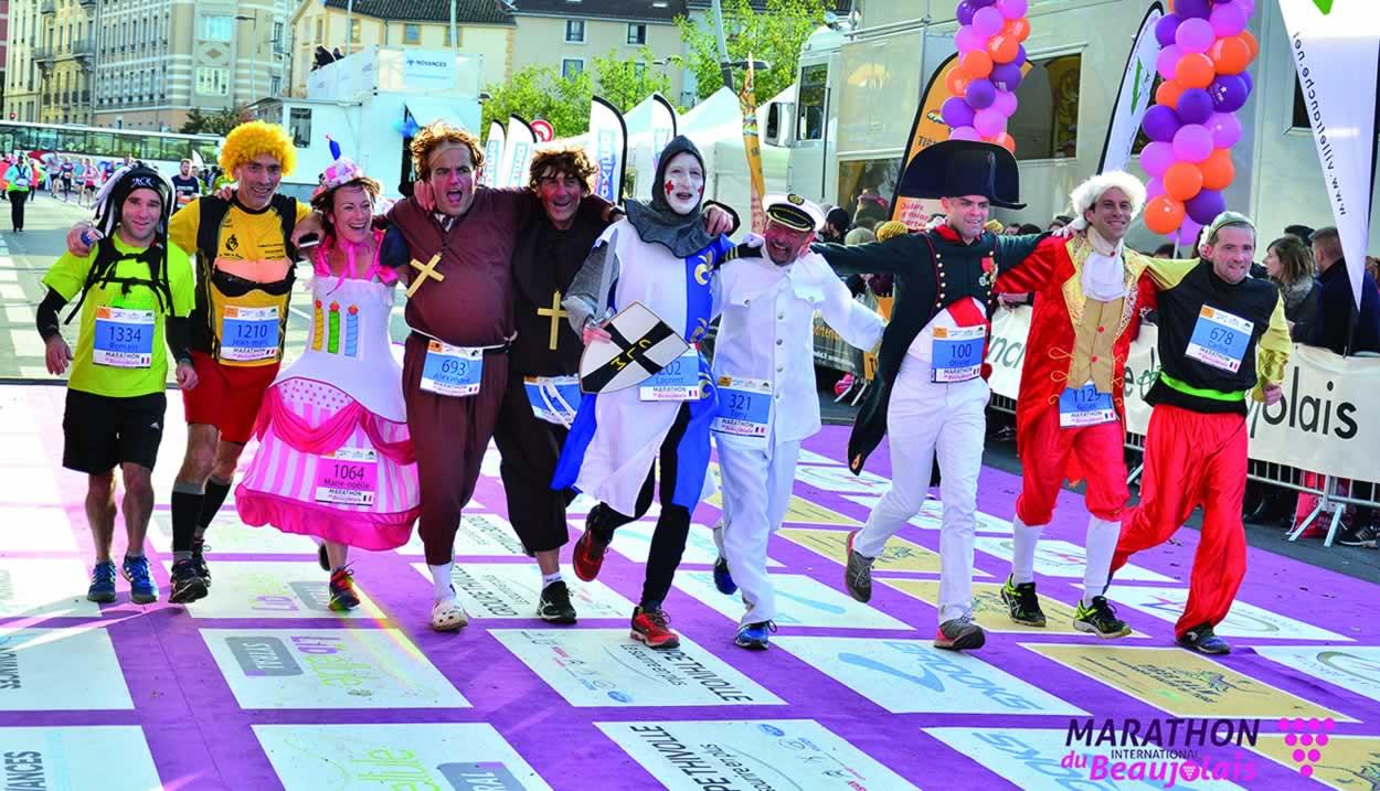 La 13km du Rhône et ses coureurs déguisés venus des quatre coins du monde © Marathon International du Beaujolais