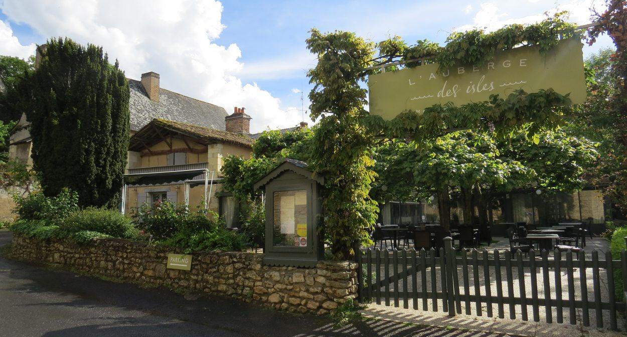 Restauration dans le vignoble à l'Auberge des Isles © Auberge-des-Isles
