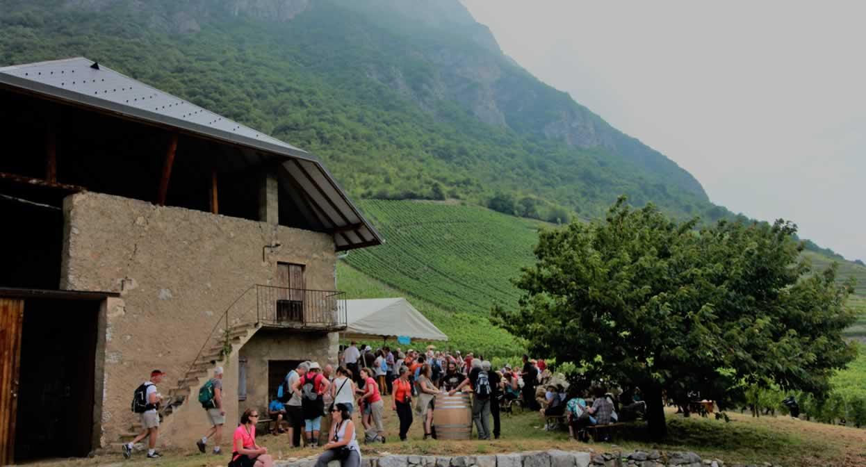 Halte gourmande dans les vignobles de la Savoie © J. Hugot