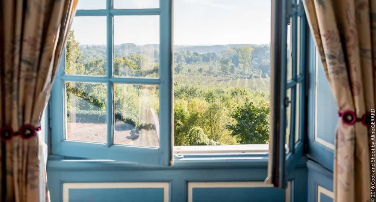 Room with a view of the Loire ©Relais & Châteaux