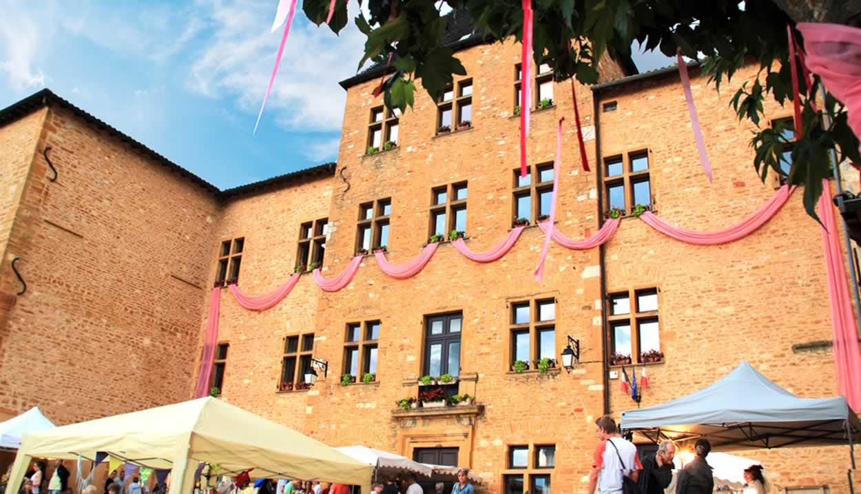 """Charnay, a centrepiece of the Rosé, Nuits d'Eté festival ©Beaujolais des Pierres Dorées Tourist Office – """"All rights reserved"""""""