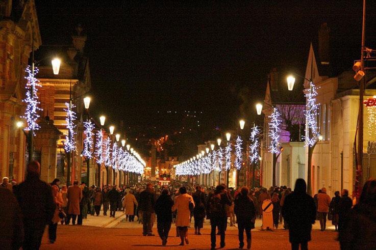 Epernay en fête avenue de Champagne habits de lumière ©Coll. CDT Marne