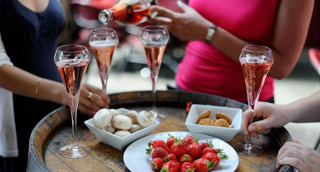 Saumur's sparkling wine tasting ©Jean-Sébastien Evrard