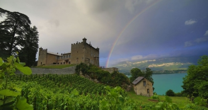 Chateau de Bourdeau arc en ciel, Savoie © Baptiste Robin