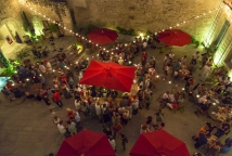 Bar à vin éphémère cotes du rhône festival avignon ©Jérôme Ubassy