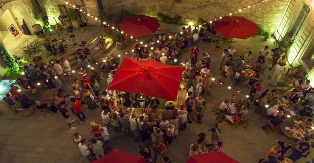 Pop up wine bar cotes du rhône festival avignon ©Jérôme Ubassy